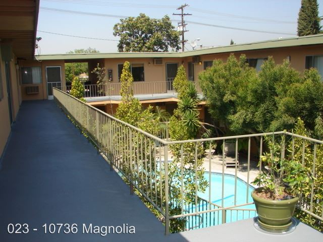 2 Bedrooms 1 Bathroom Apartment for rent at 10736 Magnolia Blvd. in North Hollywood, CA