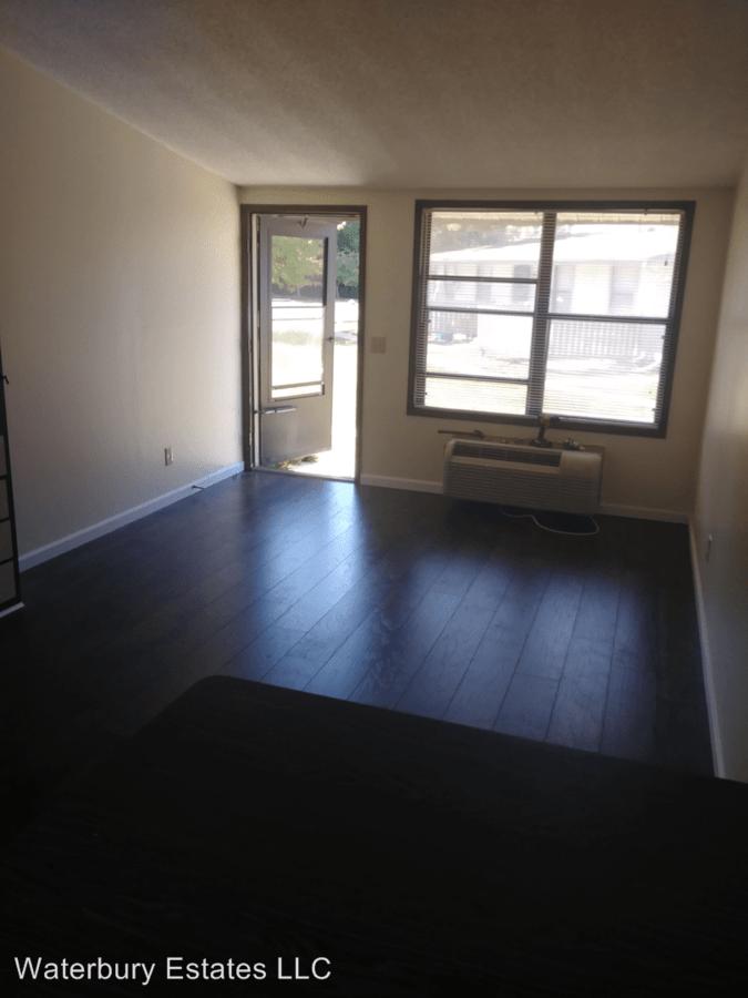Studio 1 Bathroom Apartment for rent at 110 Waterbury Ct in Westland, MI