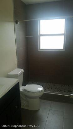 2 Bedrooms 1 Bathroom Apartment for rent at 1105 N Stephenson Hwy in Royal Oak, MI