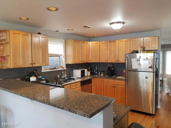 3 Bedrooms 2 Bathrooms Apartment for rent at 924 N Winchester Ave in Chicago, IL