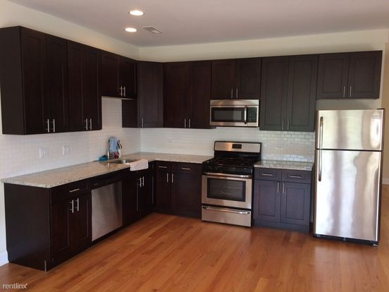 3 Bedrooms 2 Bathrooms Apartment for rent at 7603 N Sheridan Rd in Chicago, IL