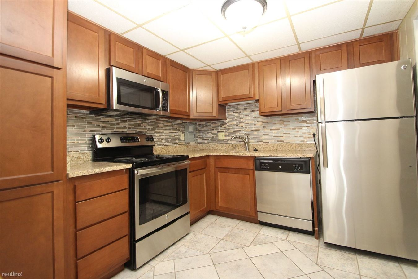 2 Bedrooms 2 Bathrooms Apartment for rent at Queensbury in Avalon, PA