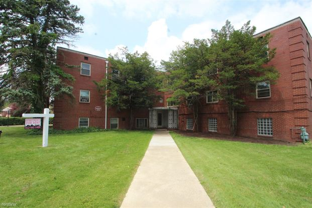 1 Bedroom 1 Bathroom Apartment for rent at 60 Markham Dr in Mt Lebanon, PA