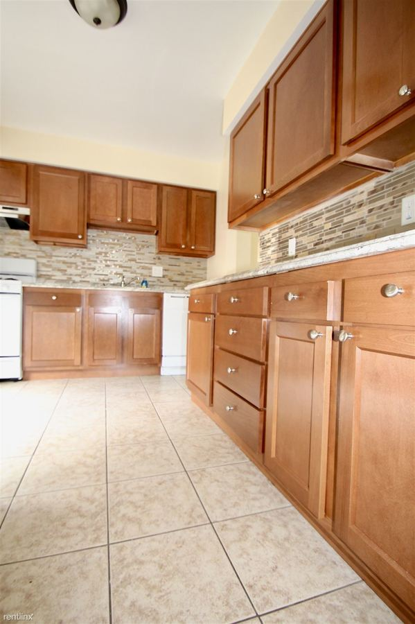 3 Bedrooms 2 Bathrooms Apartment for rent at Canterbury Court in Washington, PA