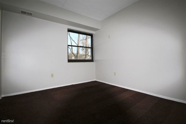 2 Bedrooms 1 Bathroom Apartment for rent at Wellington Apartments in Moon Township, PA