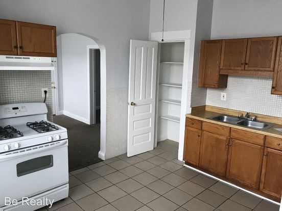 2 Bedrooms 1 Bathroom Apartment for rent at 2101 S Marshall Blvd in Chicago, IL