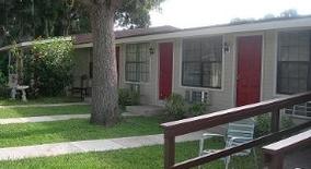 Oakwood Manor Apartments Tampa
