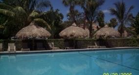 Jacaranda Club Apartments