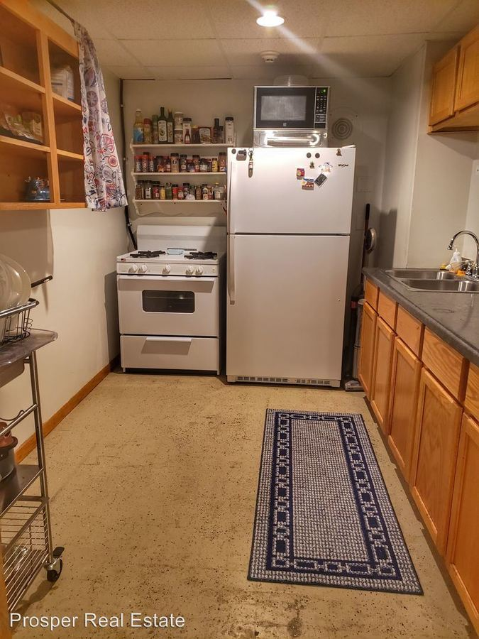 2 Bedrooms 1 Bathroom Apartment for rent at 1108 Second Ave in Eau Claire, WI