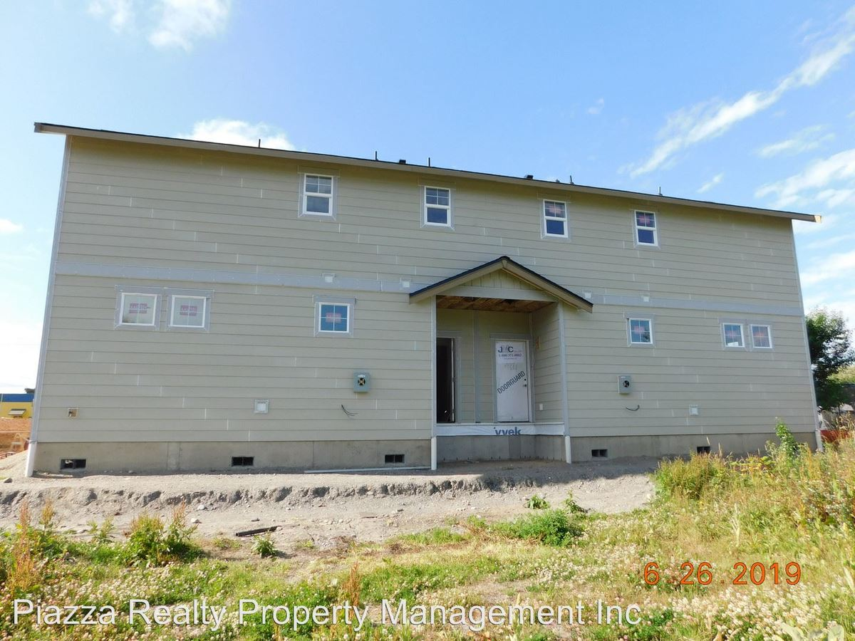 2 Bedrooms 2 Bathrooms Apartment for rent at 307/309 North Oak Street in Burlington, WA