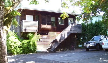 Onyx Street Triplex Apartment for rent in Eugene, OR