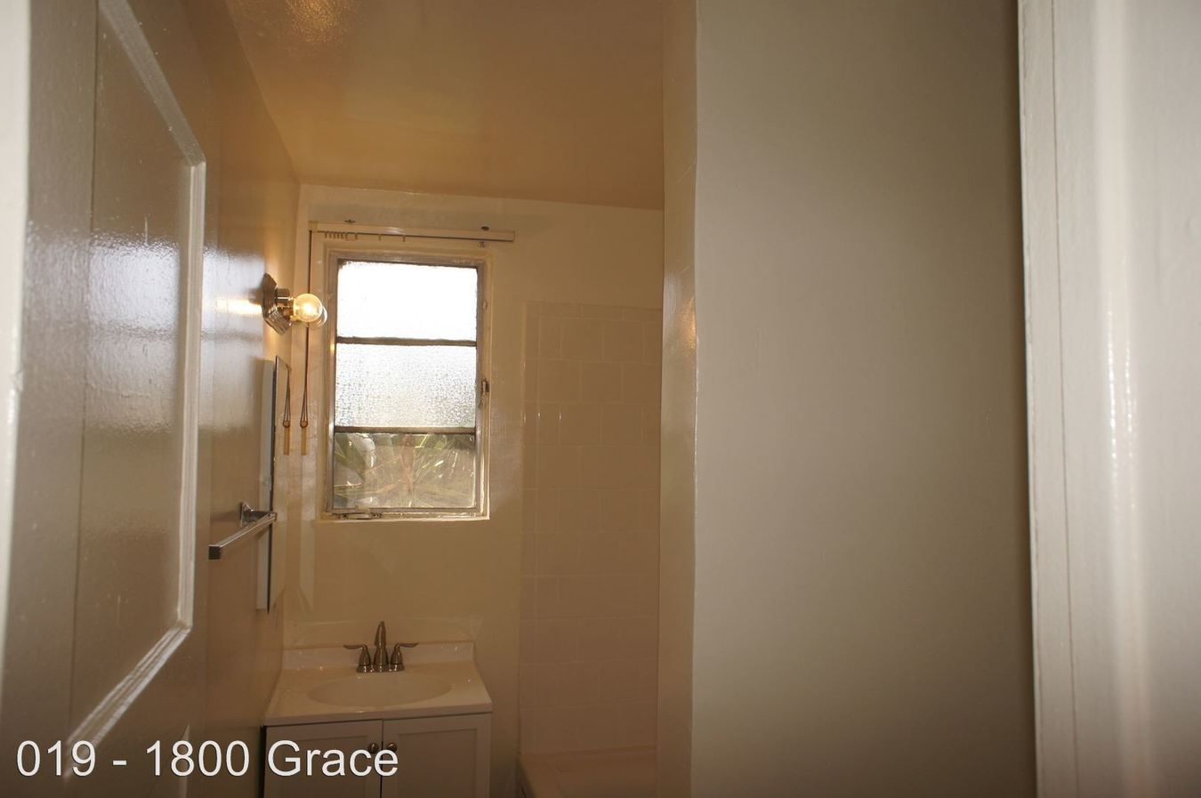 Studio 1 Bathroom Apartment for rent at 1800 Grace Ave. in Hollywood, CA