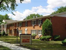 1 Bedroom 1 Bathroom Apartment for rent at 290 S Beau Drive in Des Plaines, IL