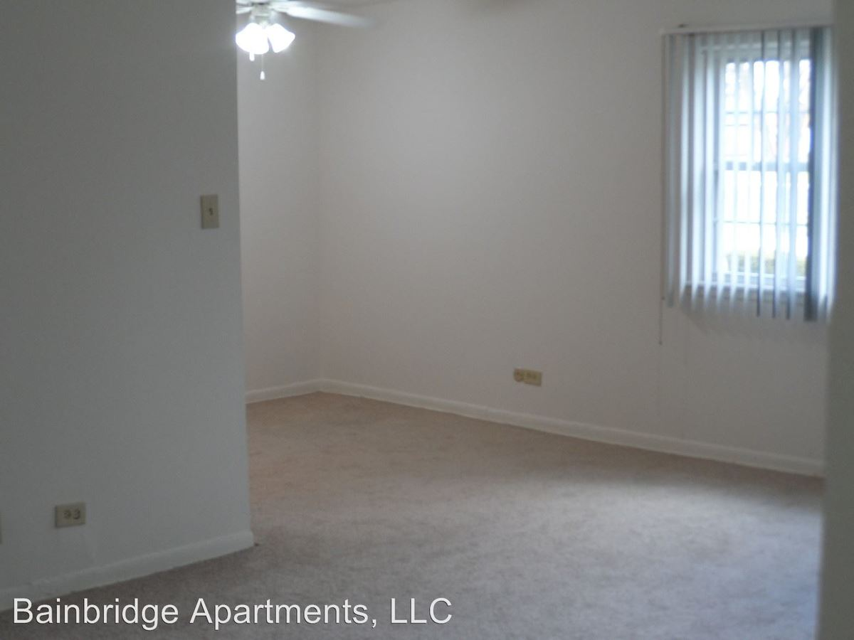 1 Bedroom 1 Bathroom Apartment for rent at 290 S Beau Dr in Des Plaines, IL