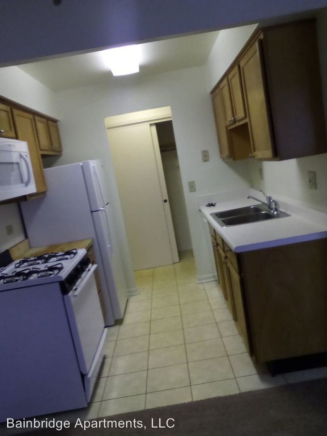 3 Bedrooms 1 Bathroom Apartment for rent at 290 S Beau Dr in Des Plaines, IL