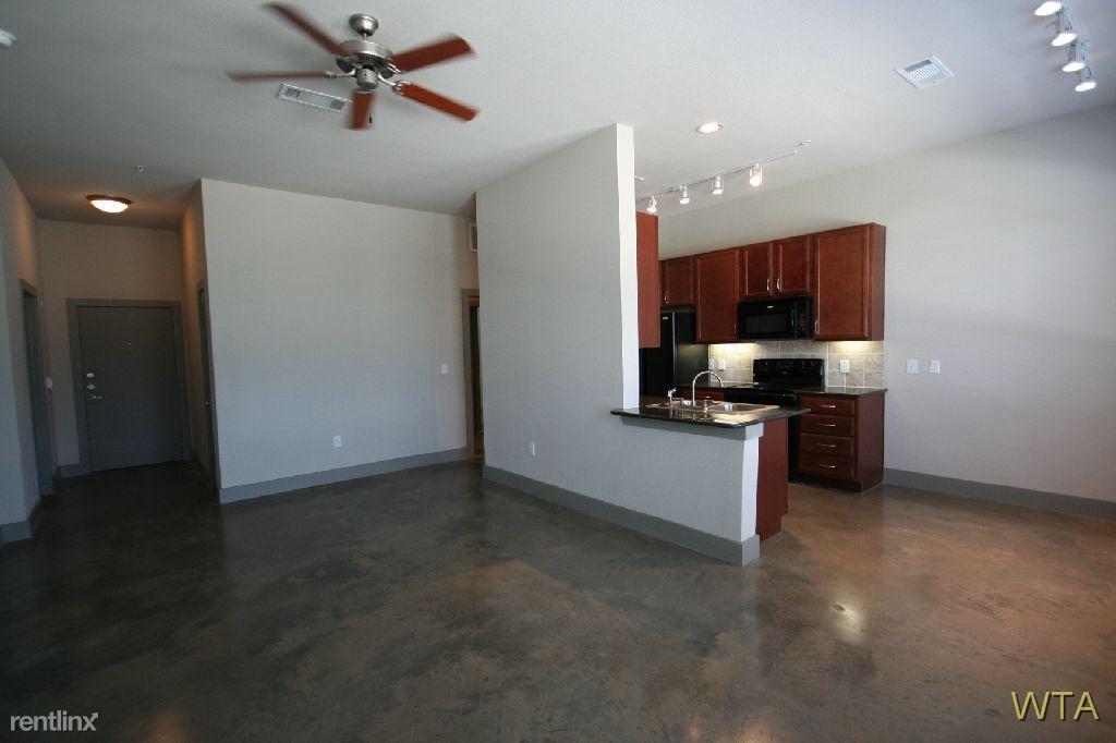 Similar Apartment at 1100 W 45th St
