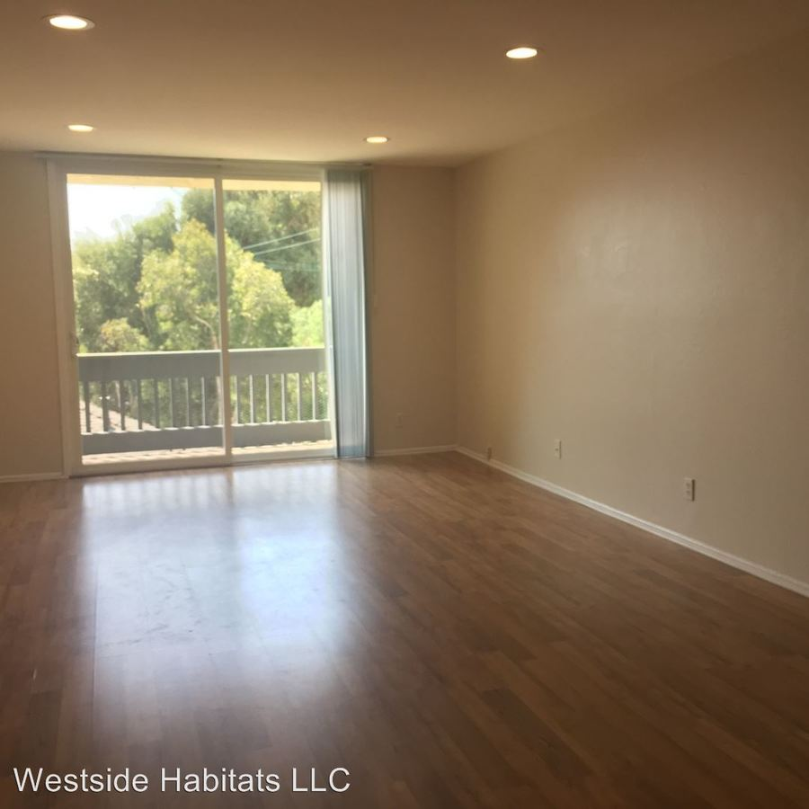 2 Bedrooms 2 Bathrooms Apartment for rent at 17250 Sunset Blvd in Pacific Palisades, CA