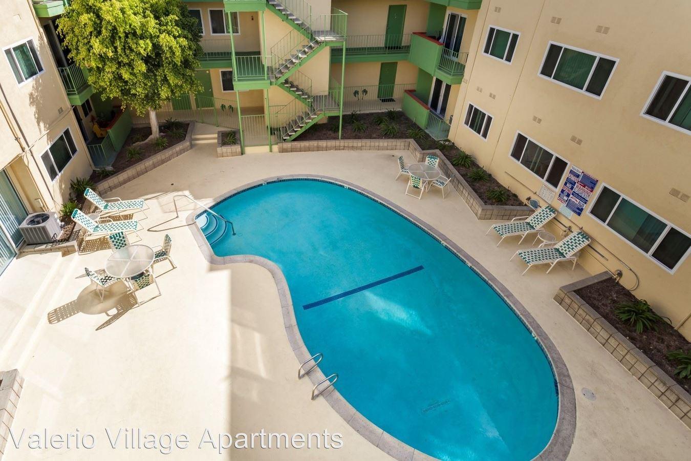 2 Bedrooms 2 Bathrooms Apartment for rent at 14360 Valerio Street in Van Nuys, CA