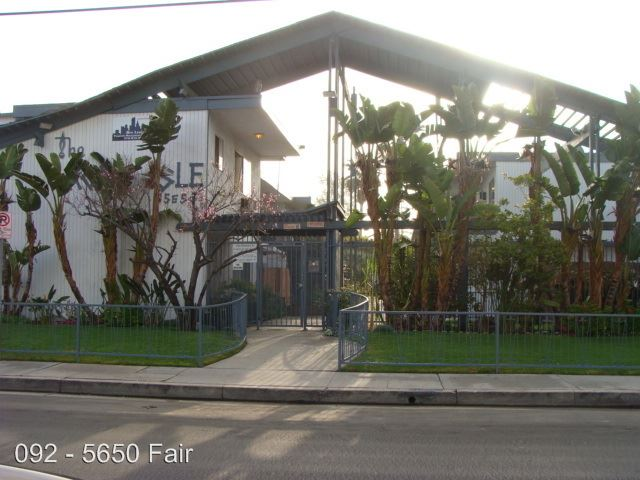 2 Bedrooms 1 Bathroom Apartment for rent at 5650 Fair Ave. in North Hollywood, CA