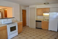 3 Bedrooms 1 Bathroom Apartment for rent at 192 Clinton St in Columbus, OH