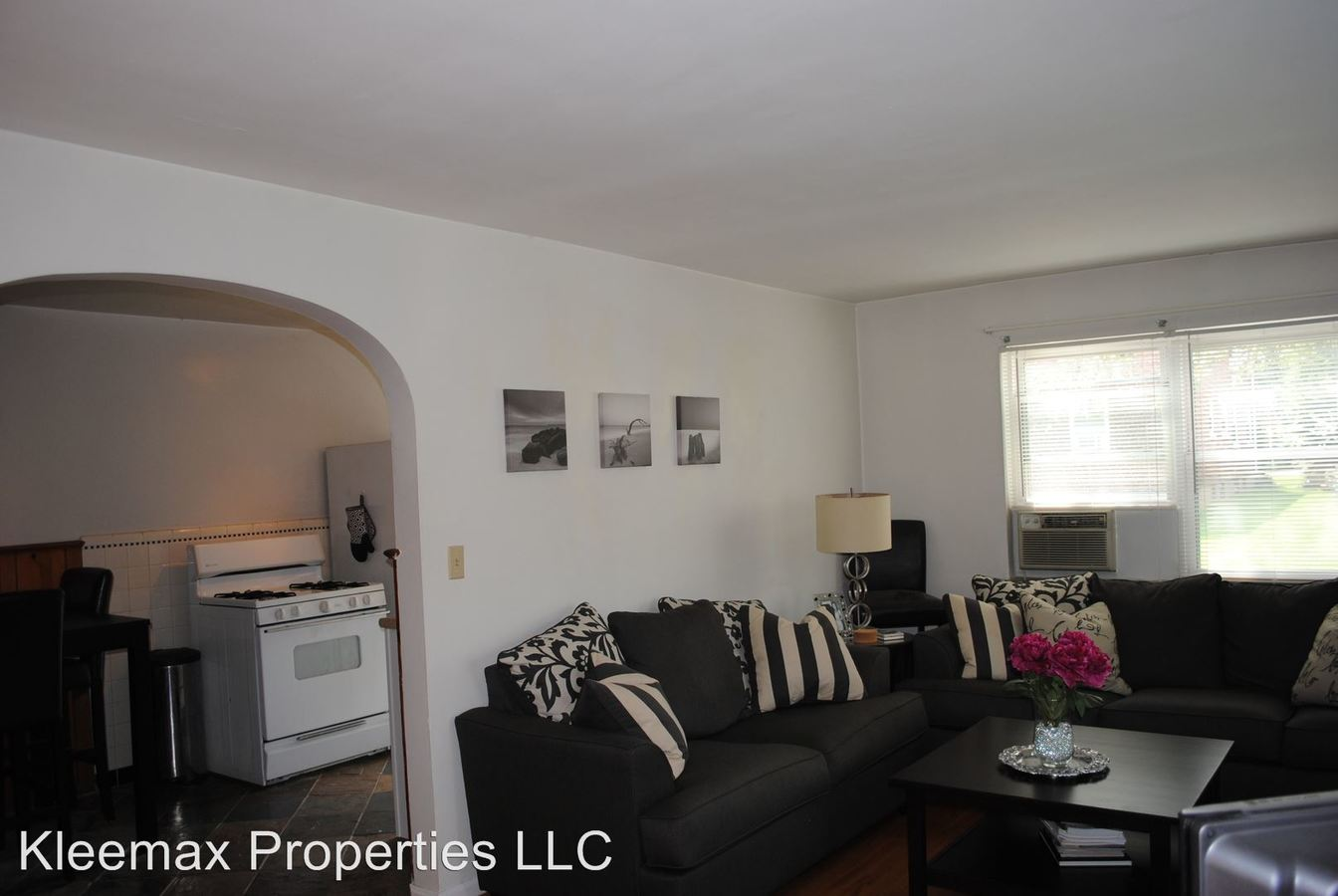 2 Bedrooms 1 Bathroom Apartment for rent at 3834 Hyde Park Ave in Cincinnati, OH