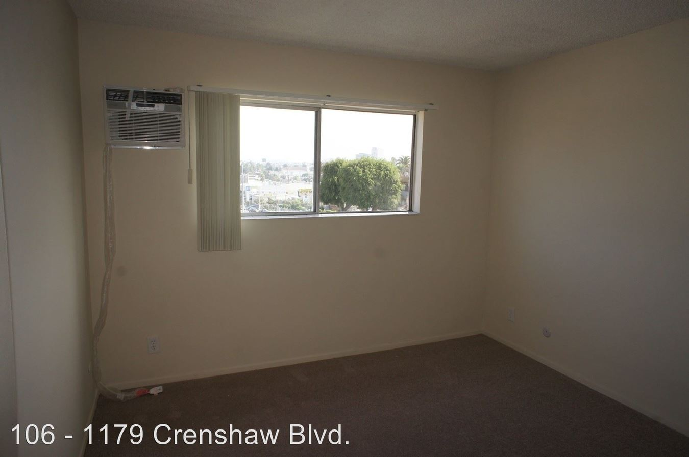 2 Bedrooms 1 Bathroom Apartment for rent at 1179 S. Crenshaw Blvd. in Los Angeles, CA