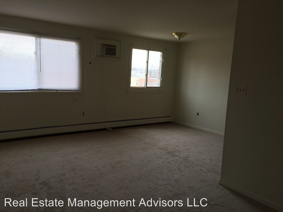 1 Bedroom 1 Bathroom Apartment for rent at 910 Fox Chase Rd in Rockledge, PA
