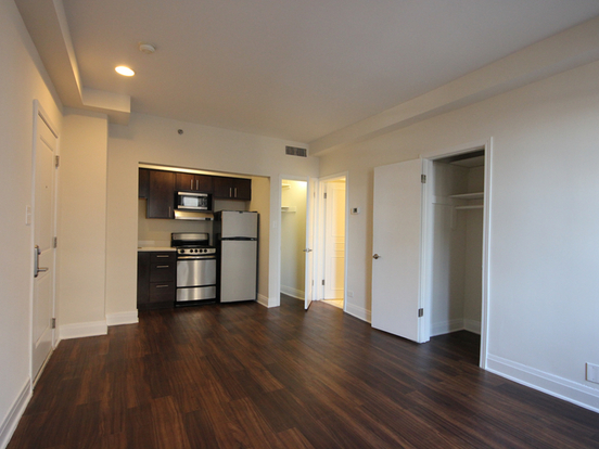 Studio 1 Bathroom Apartment for rent at 200 East Chestnut Street in Chicago, IL