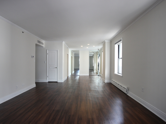2 Bedrooms 2 Bathrooms Apartment for rent at 200 East Chestnut Street in Chicago, IL
