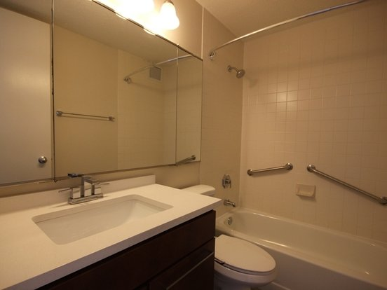 3 Bedrooms 2 Bathrooms Apartment for rent at North Harbor Tower in Chicago, IL