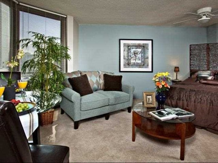 2 Bedrooms 2 Bathrooms Apartment for rent at 14 West Elm Street in Chicago, IL