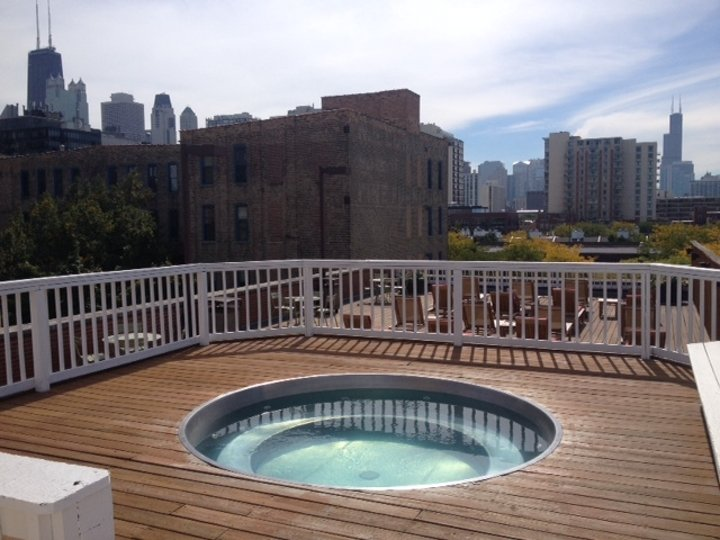 Studio 1 Bathroom Apartment for rent at 1350 N Wells St in Chicago, IL