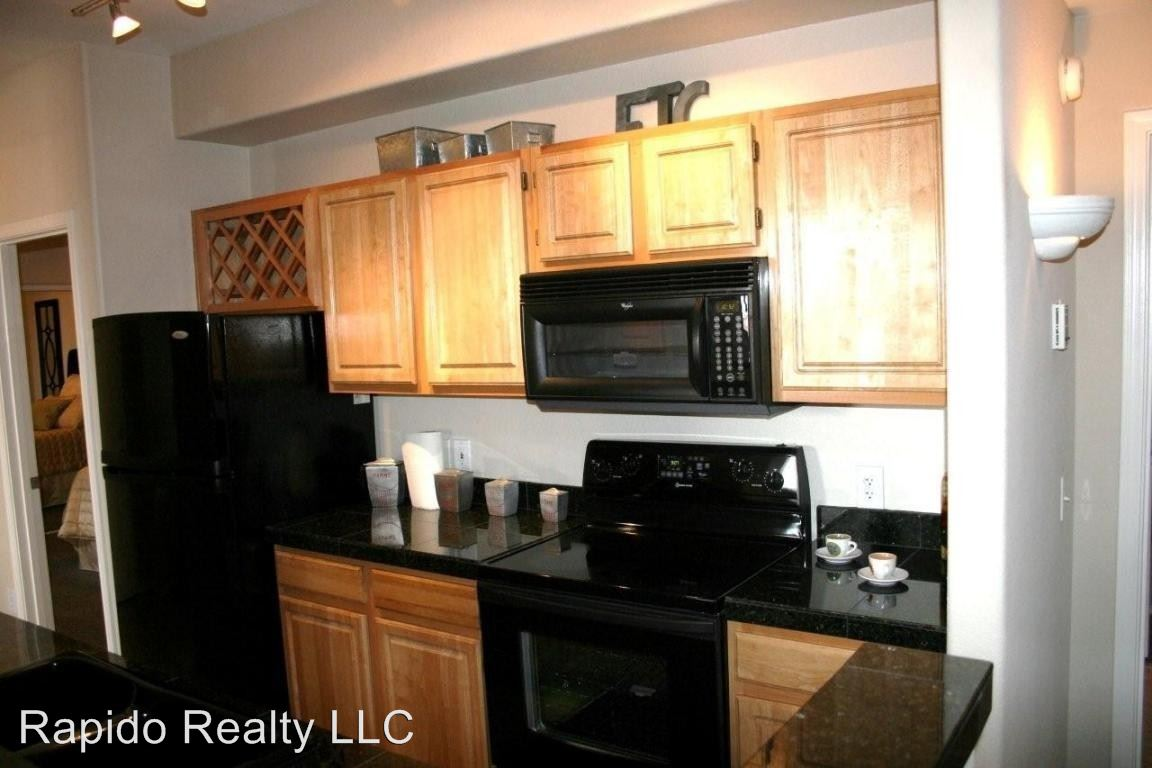 2 Bedrooms 2 Bathrooms Apartment for rent at 2929 W Yorkshire Dr in Phoenix, AZ