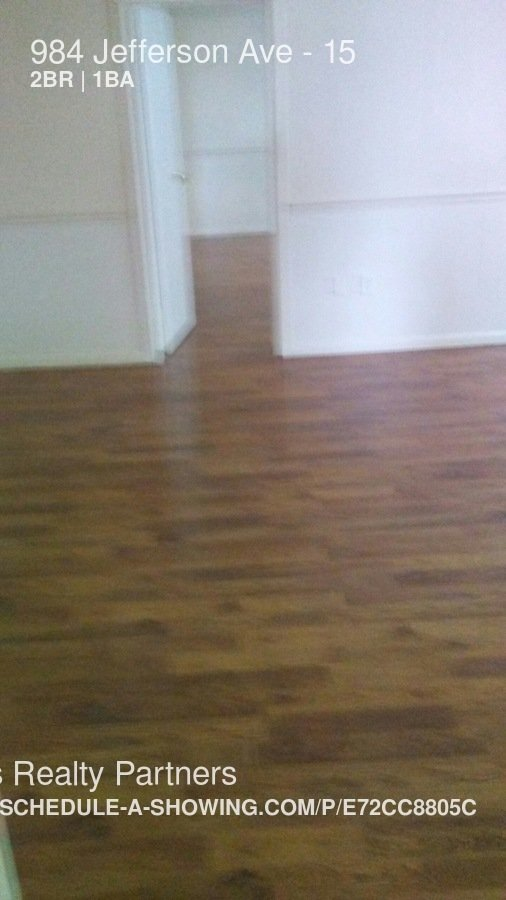 2 Bedrooms 1 Bathroom Apartment for rent at 984 Jefferson Ave in Washington, PA