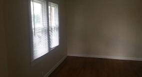 Similar Apartment at 1229 N Gladstone Ave