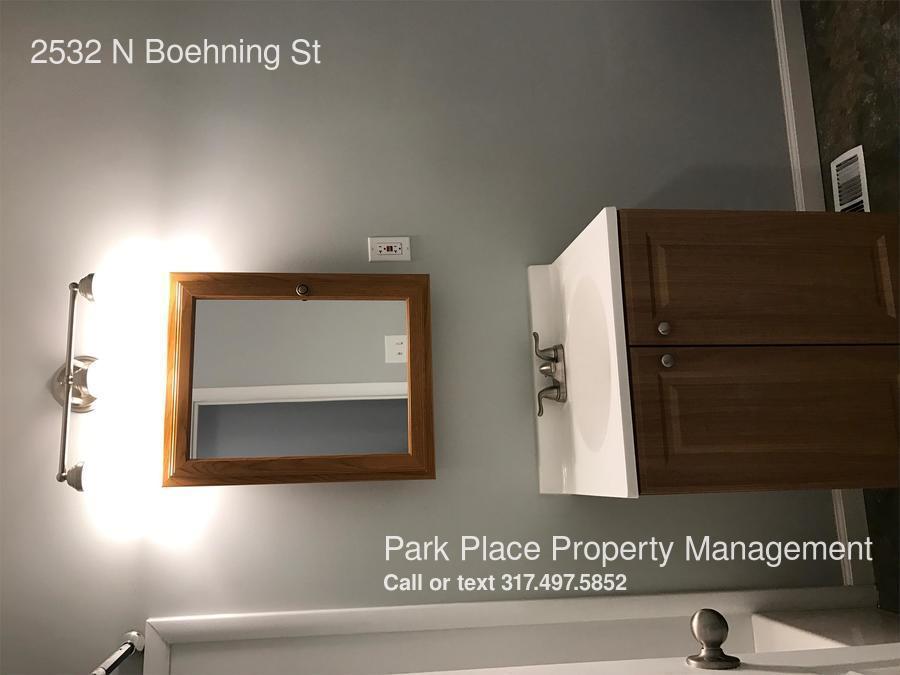 Similar Apartment at 2532 N Boehning St
