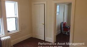 Similar Apartment at 1077 W Windlake Ave