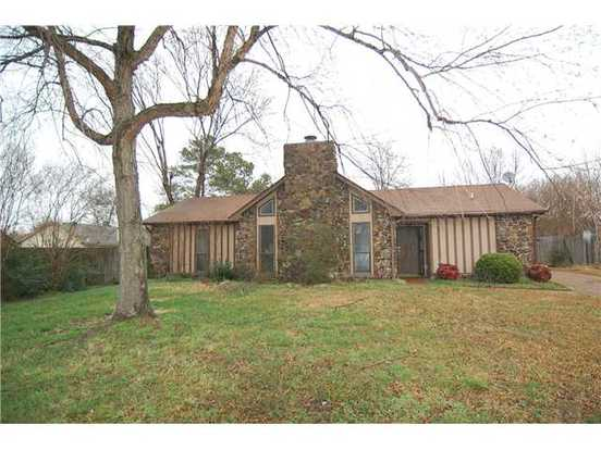 3 Bedrooms 2 Bathrooms House for rent at 6720 Hallshire Cove in Memphis, TN