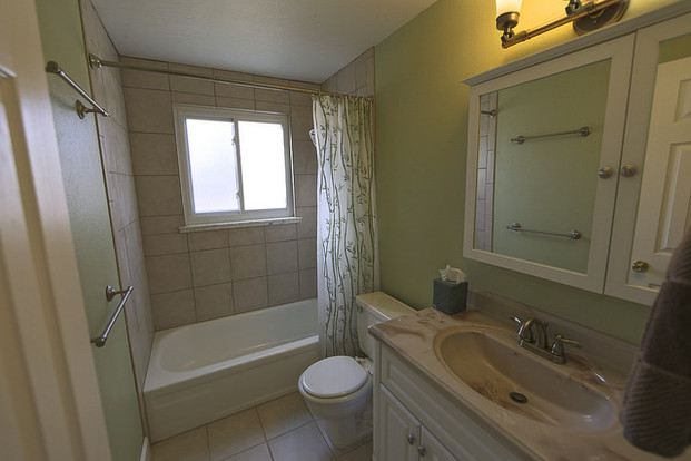 4 Bedrooms 2 Bathrooms House for rent at 3397 S Oneida Way in Denver, CO