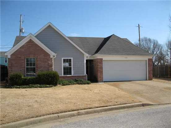 3 Bedrooms 2 Bathrooms House for rent at 1046 Cambrain Cv in Memphis, TN