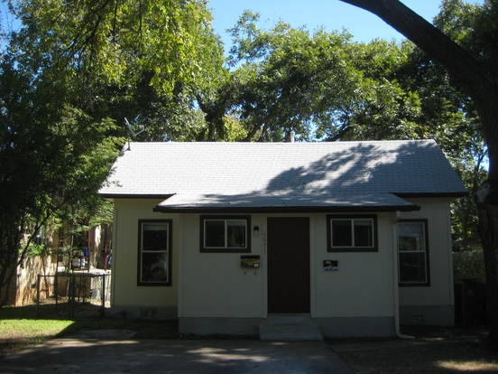 3 Bedrooms 2 Bathrooms House for rent at 4611 Avenue H in Austin, TX