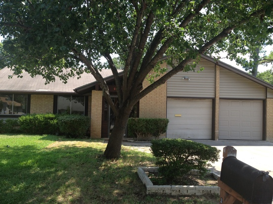 3 Bedrooms 2 Bathrooms House for rent at 2601 Aldford Dr in Austin, TX