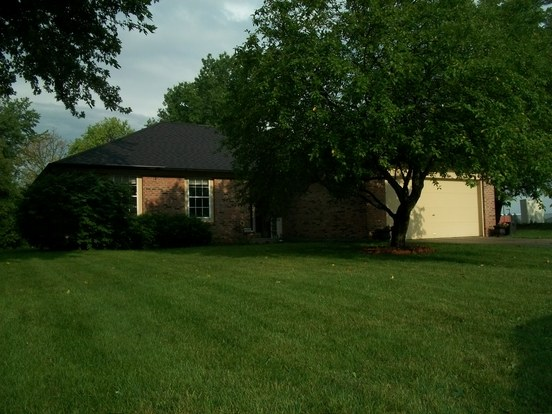 3 Bedrooms 2 Bathrooms House for rent at 9562 Falkirk Drive in Indianapolis, IN