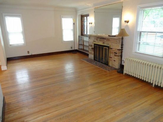 4 Bedrooms 2 Bathrooms House for rent at 4006 Vincent Avenue North in Minneapolis, MN