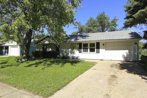 3 Bedrooms 1 Bathroom House for rent at 3639 Celtic Dr in Indianapolis, IN