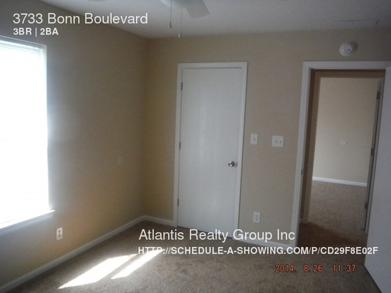 3 Bedrooms 2 Bathrooms House for rent at 3733 Bonn Boulevard in Indianapolis, IN
