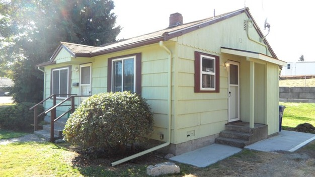 2 Bedrooms 1 Bathroom House for rent at 12635 20th Ave S in Seattle, WA