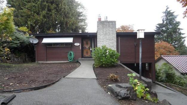 4 Bedrooms 2 Bathrooms House for rent at 1526 Ne 98th St in Seattle, WA