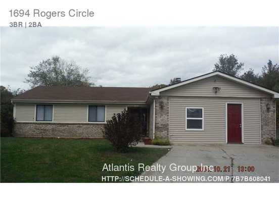 3 Bedrooms 2 Bathrooms House for rent at 1694 Rogers Circle in Indianapolis, IN