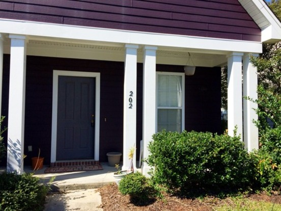 3 Bedrooms 2 Bathrooms House for rent at 202 Hyacinth Street in Summerville, SC